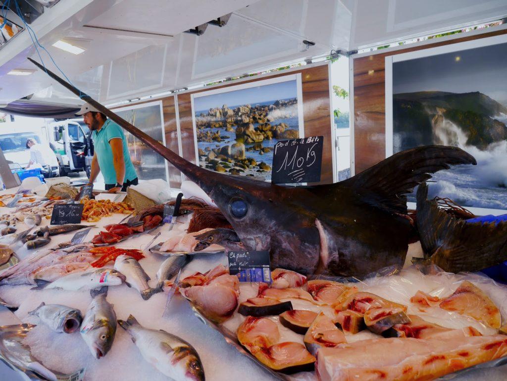 What does swordfish taste like